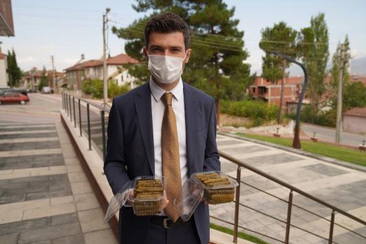 Erbaa Belediyesinden 81 ildeki 81 okula yaprak sarması
