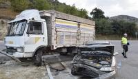 Burdur'da kamyonla otomobil çarpıştı: 5 yaralı