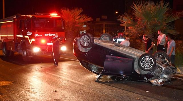 Manisada kamyonla çarpışan otomobil takla attı: 3 yaralı