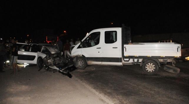 Şırnakta otomobil ile kamyonet çarpıştı: 7 yaralı