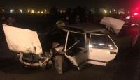 Adana'da otomobil refüjdeki ağaçlara çarptı: 3 ağır yaralı