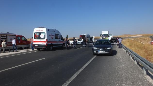 Nevşehirde tır ile otomobil çarpıştı: 2 ölü