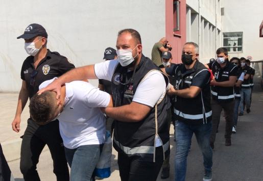 Adanadaki organize suç örgütü operasyonunda yakalanan 25 zanlıdan 13ü tutuklandı