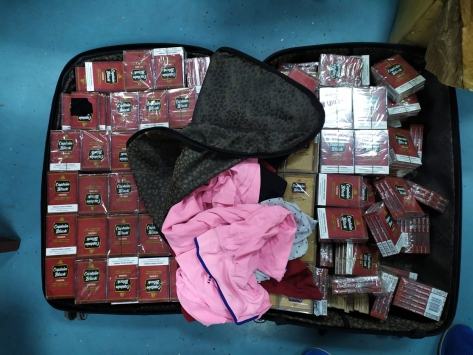 Adanada bagajlarında kaçak tütün ürünleri bulunan 3 yolcuya gözaltı
