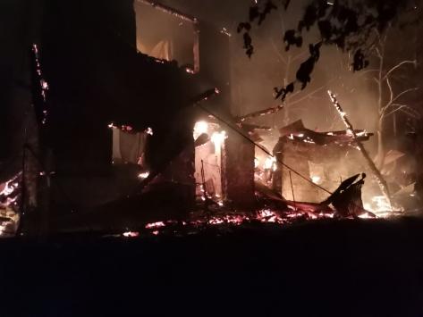 Artvinde çıkan yangında 3 ev kullanılamaz hale geldi