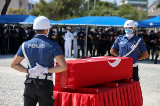 Antalyada bariyerlere çarpan motosikletteki polis şehit oldu