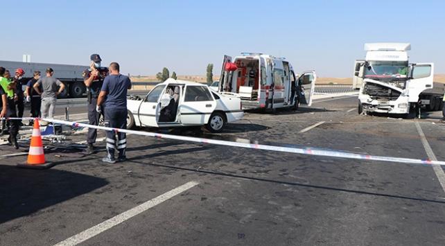 Nevşehirde ters yöne giren tır otomobile çarptı: 2 ölü