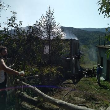 Kastamonuda köyde çıkan yangında 2 ev ve bir ambar yandı