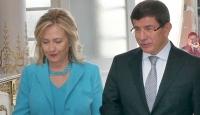 Clinton, Davutoğlu'nu Aradı