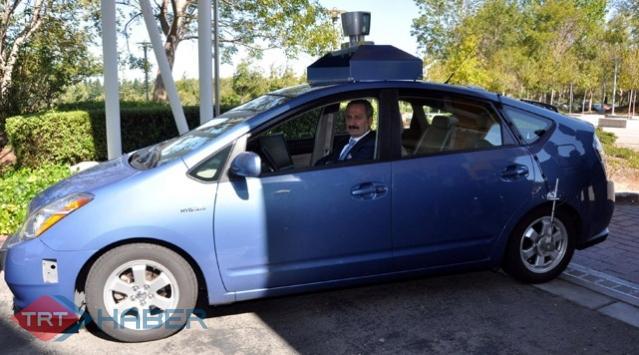 İnsansız Otomobile İlk Binen Bakan