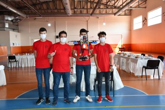 Sivaslı genç yetenekler, geliştirdikleri İHA ile TEKNOFESTte Türkiye birincisi oldu