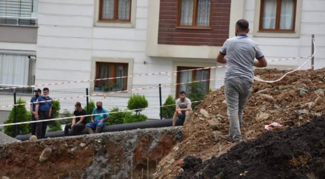 Trabzonda toprak yığını altında kalan işçi kurtarıldı
