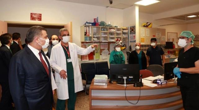 Bakan Kocadan şiddete maruz kalan sağlık çalışanlarına ziyaret