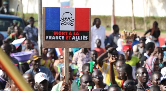 Malide Fransa karşıtları sokağa indi