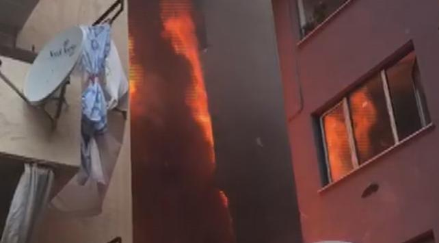 Eyüpsultanda 5 katlı binada yangın