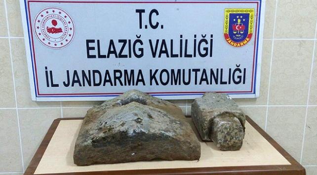 Elazığda tarihi eser operasyonu: Osmanlı dönemine ait mezar taşları bulundu