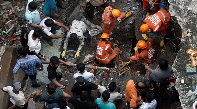 Hindistanda çöken binada ölü sayısı artıyor