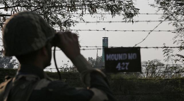 Keşmirde Hindistan tarafından açılan ateş sonucu 2 Pakistan askeri öldü