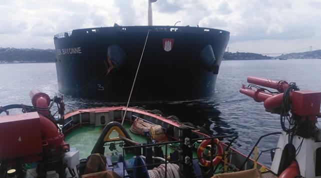 İstanbul Boğazında arızalanan 292 metrelik yük gemisi kurtarıldı