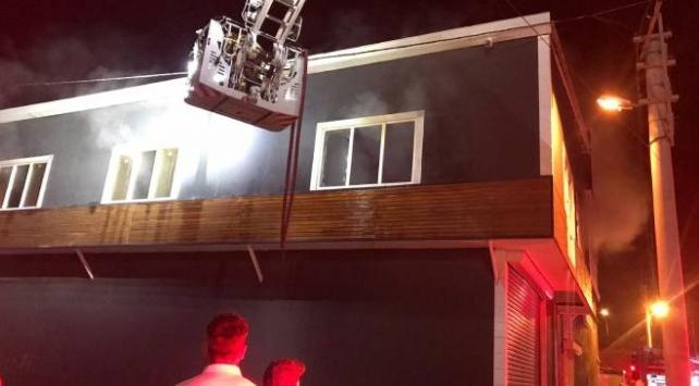 İzmirde marangoz atölyesinde yangın