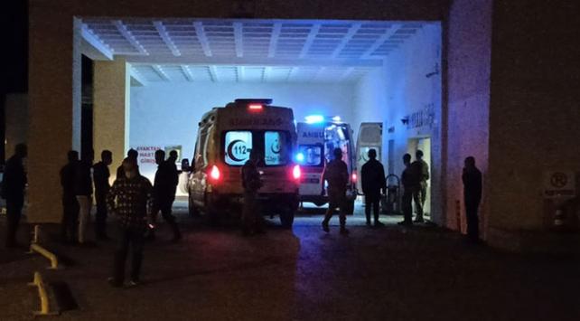 Bitliste otomobil ile tır çarpıştı: 2 ölü, 3 yaralı
