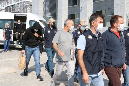 Kırklarelinde FETÖ operasyonunda gözaltına alınan 4 kişi adliyeye sevk edildi