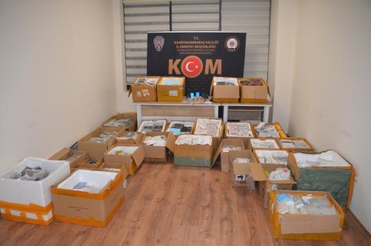 Kahramanmaraşta 16 bin kaçak cep telefonu parçası ve aksesuarı ele geçirildi