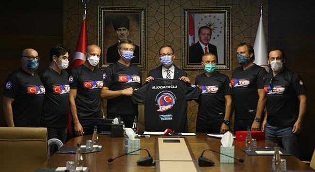 Bakan Kasapoğlu KKTCye yüzen sporcularla buluştu