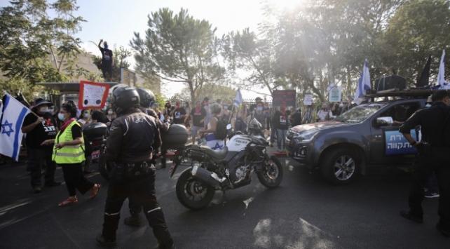 İsrailde Netanyahu karşıtı gösterilerin sınırlandırılması kararı protesto edildi