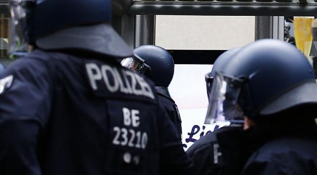 Almanyada aşırı sağ şüphelisi emniyet mensuplarının sayısı artıyor