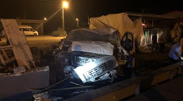Iğdırda filyasyon ekibi kaza yaptı: 2 yaralı