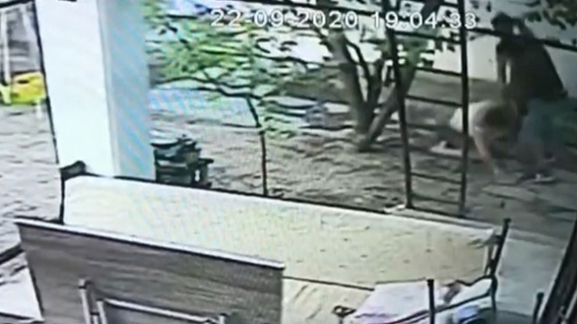 Muğla'da bir kadının darbedildiği anlar güvenlik kamerasında