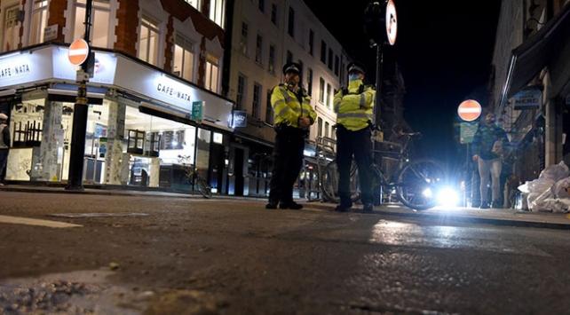 İngilterede restoranlar erken kapanmaya başladı