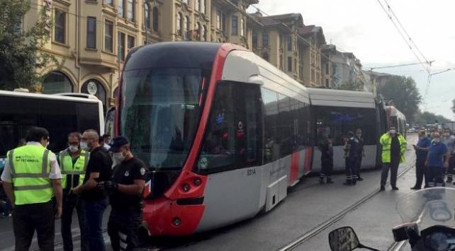 İstanbulda tramvay ile otobüs çarpıştı