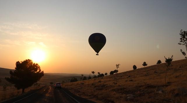 Göbeklitepede sıcak hava balonuyla tanıtım uçuşu gerçekleştirildi