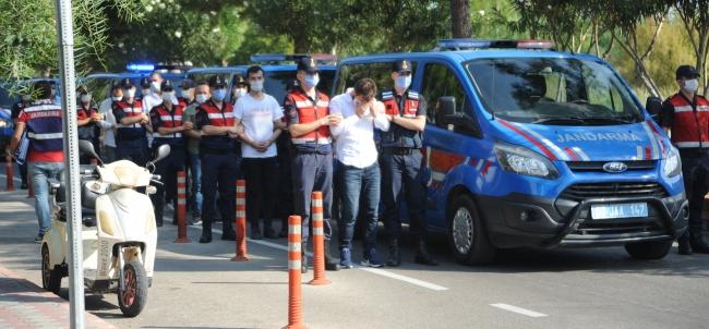 Antalyada sahte internet sitesiyle tatilcileri dolandıran 15 şüpheli yakalandı