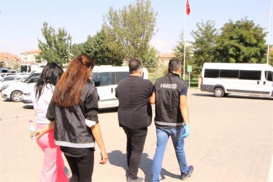 Aksarayda uyuşturucu sattıkları iddiasıyla 5 şüpheli tutuklandı