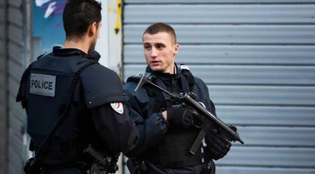 Paristeki eski Charlie Hebdo ofisi yakınında bıçaklı saldırı