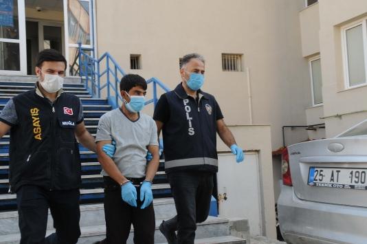 Muğlada emekli savcı, FETÖ bahanesiyle kendisini arayanlara 380 bin lirasını verdi