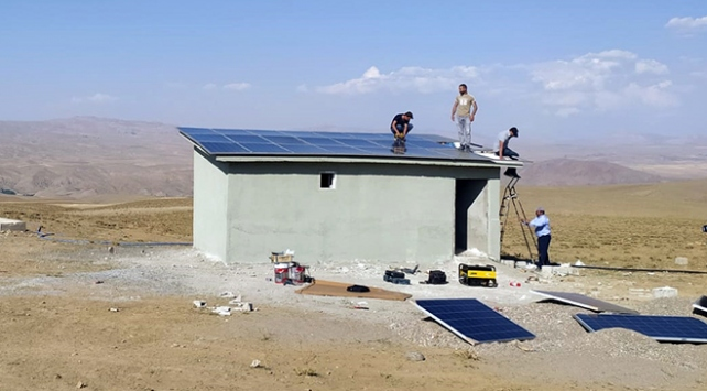 Vanda sondajların enerji ihtiyaçları güneş panellerinden karşılanıyor