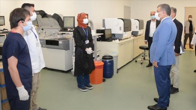 Sağlık Bakanı Koca İstanbuldaki acil durum hastanelerini ziyaret etti