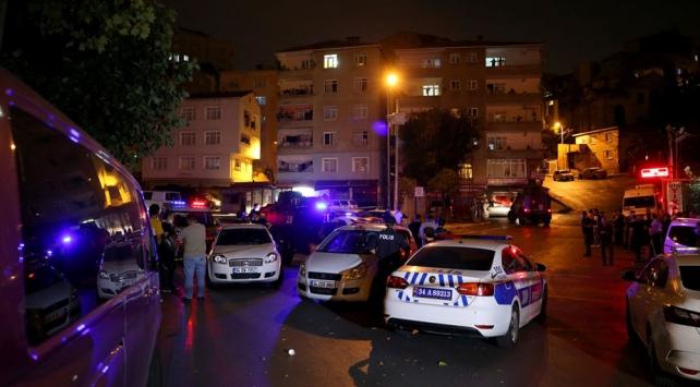 Şişlide polis aracına kurşun isabet etti: 2 gözaltı