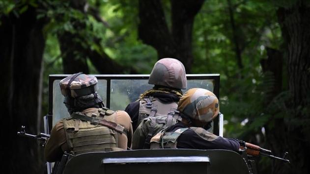 Keşmirde Hindistan askerleri ateş açtı: 1 Pakistan askeri öldü