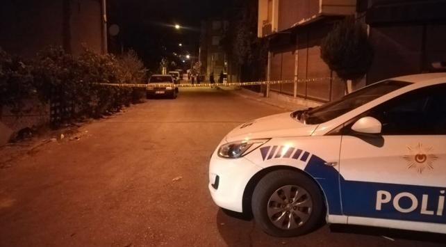 İzmirde komşular arasında çıkan kavgada biri ağır iki kişi yaralandı