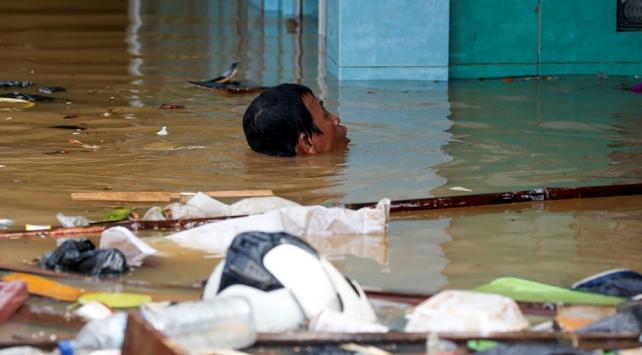 Endonezyada heyelan: 10 ölü