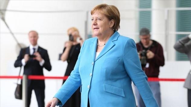 Alman basını: Merkel, Rus muhalif Navalnıyı hastanede ziyaret etti