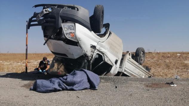Sivasta kamyonet devrildi: 1 ölü, 1 yaralı