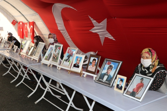 Diyarbakır anneleri evlat hasretinin son bulmasını istiyor