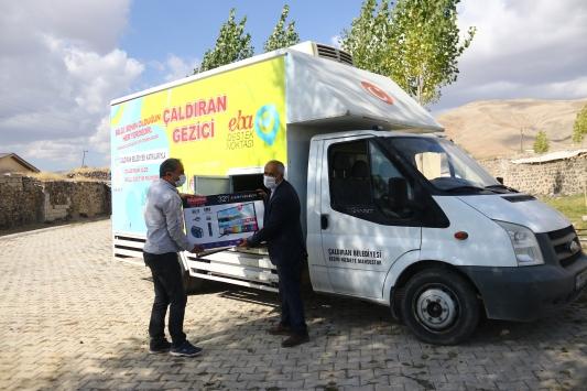 Vanda EBAya erişim sağlayamayan 1000 öğrenciye tablet desteği
