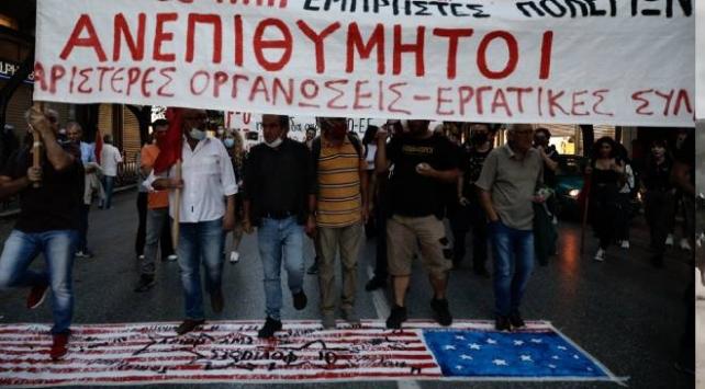 Yunanistanda Pompeo protesto edildi, ABD bayrağı yakıldı